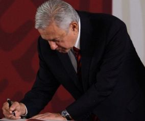 AMLO firma notarial